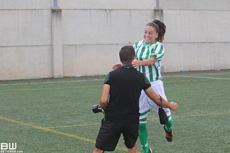 David Ligero celebra un gol de su hermana Nana